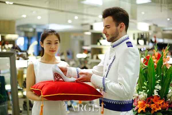 北京新光天地金秋购物季  1F女鞋区同期开启梦幻童话之旅